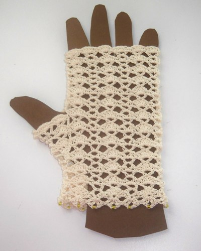cream_cotton_fingerless_gloves_crocheted_with_shells_and_beaded_cuff__babb8d6e