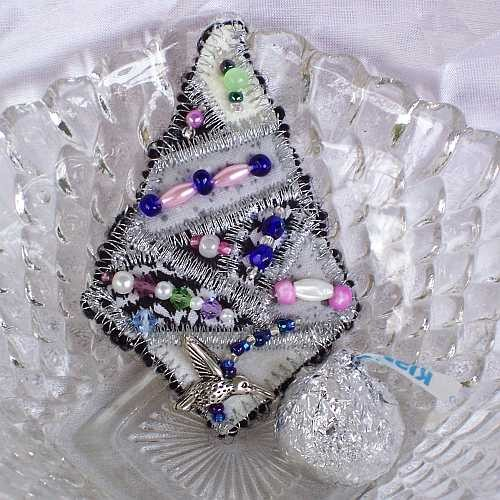 pin_pendant-_bead_embellished_quilted-_diamond_in_silver_and_pastel_5fe3d8f7